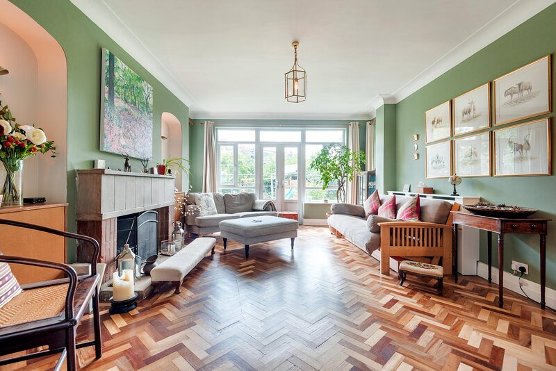 Majestic home with Beautiful Garden in North West London by UnderTheDoormat, holiday rental in Brent