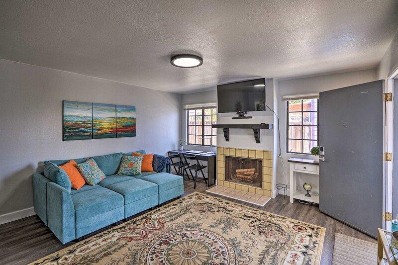 NEW! Cozy Monterey Apartment: Walk to Wharf/Dtown, aluguéis de temporada em Seaside
