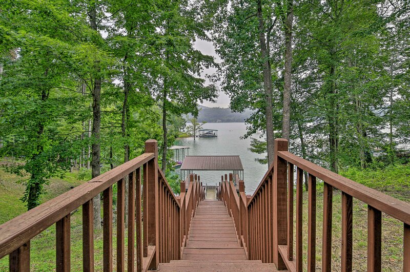 NEW! Lakefront Cottage with Private Double Dock, holiday rental in Sharps Chapel