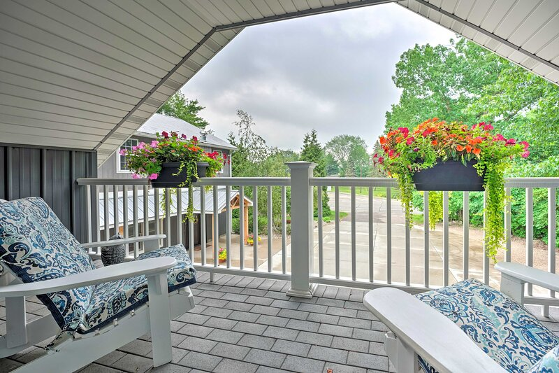 NEW! Apartment with Private Balcony + Shared Pool, vacation rental in Benton Harbor