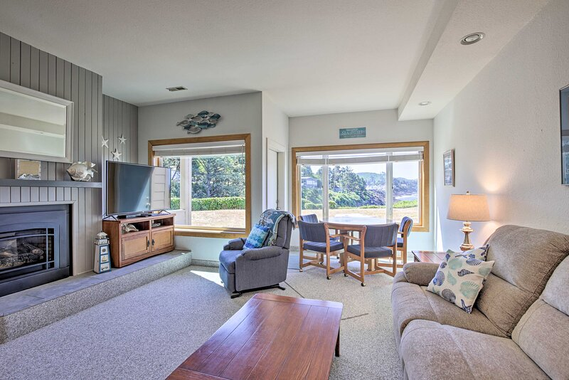 NEW! Cozy Depoe Bay Hideaway, Steps to Scenic View, casa vacanza a Otter Rock