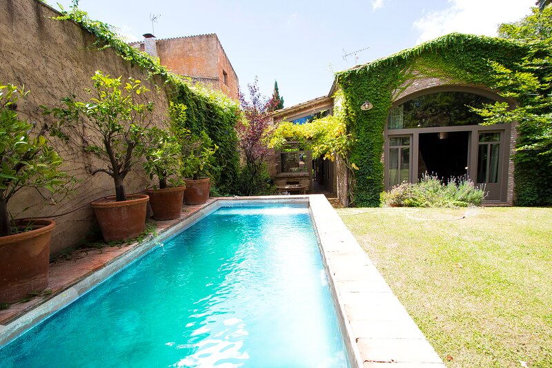 Catalunya Casas: Villa Empordà for 8 people between modernity and old-fashioned, holiday rental in Sant Sadurni de l'Heura