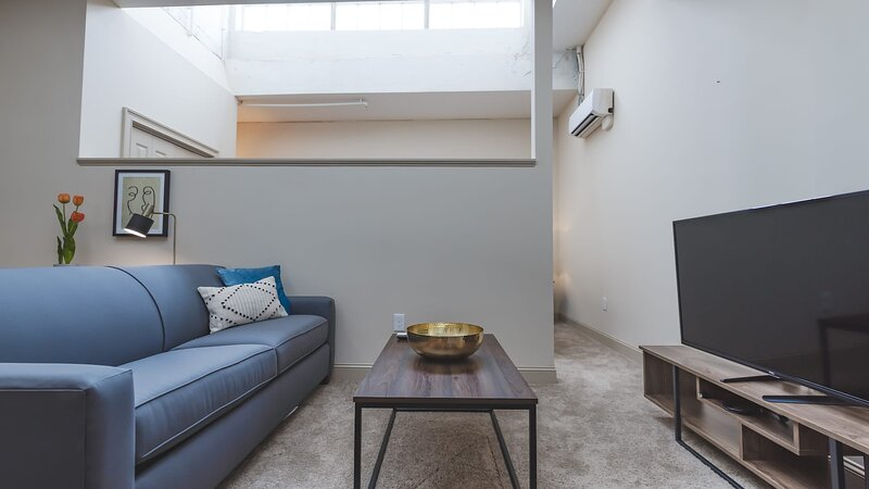 Kasa Winston-Salem�Self Check-In, Pet Friendly + Steps Dining�Art District, holiday rental in Clemmons