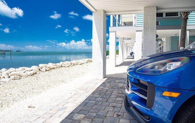Vista Mar Oceanfront 2 bedroom 1.5 bath Luxury Vacation Home will accommodate a, location de vacances à Marathon Shores
