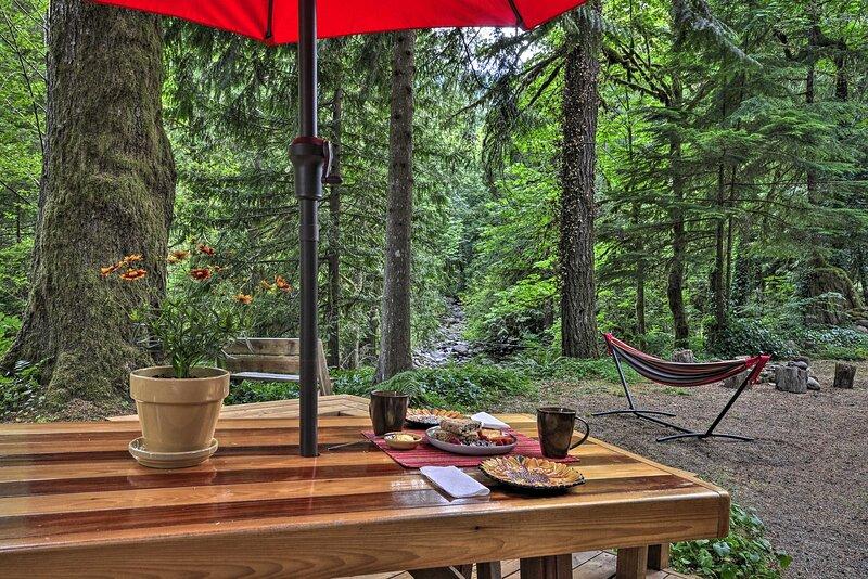 Creekside Family Retreat: Hike, Ski & Fish Nearby!, holiday rental in Estacada