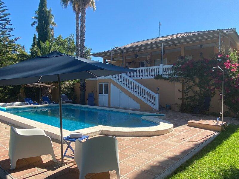 Villa with private swimming pool and wonderful garden, aluguéis de temporada em Alhaurin el Grande