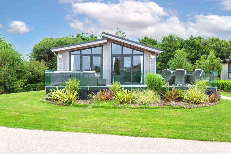 Haven Lakeside View Super Lodge, Nr Cartmel Racecourse, holiday rental in Cark
