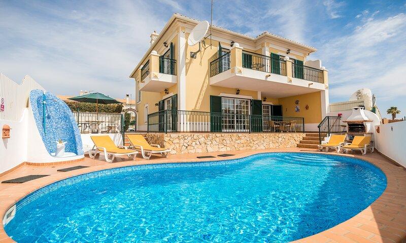 Casa Pera - modern villa with private pool, vacation rental in Pera