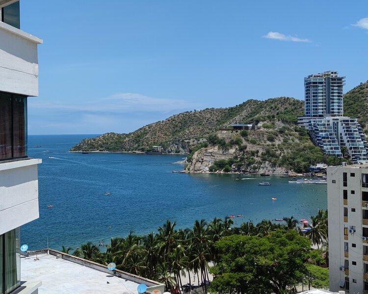 Apartamento con piscina al frente de la playa El Rodadero, holiday rental in Magdalena Department