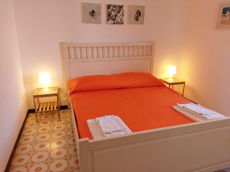 Appartamento Cappuccini a 50 m dal lago e vicino al centro, parcheggio gratis, holiday rental in Ronchi