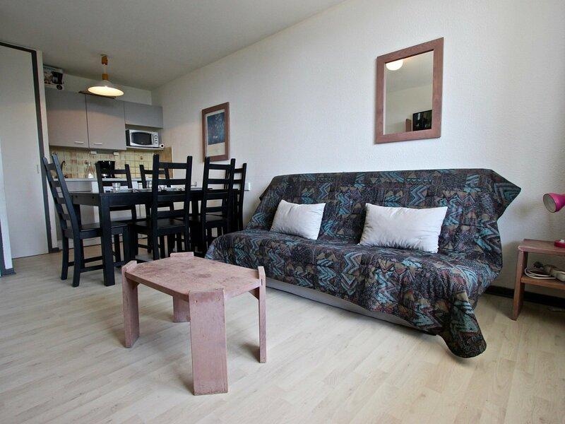 Appartement pour 6 personnes proche pistes, balcon vue dégagée., holiday rental in Laffrey