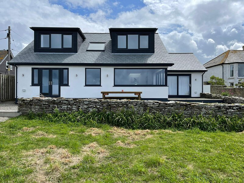 5 Bedroom House with stunning Views of the Sea & King Arthur's Castle, holiday rental in Tintagel
