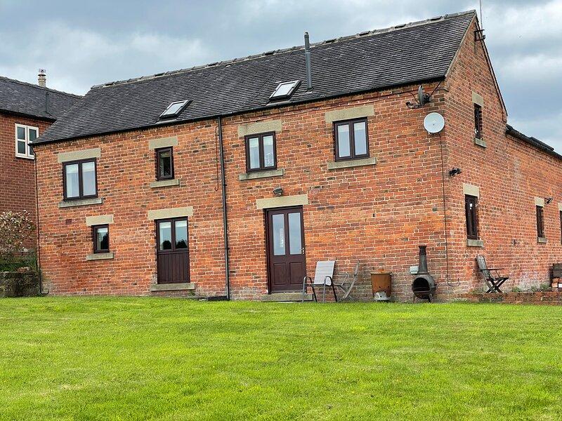 Immaculate 3-Bed Barn in Ashbourne, casa vacanza a Bradley