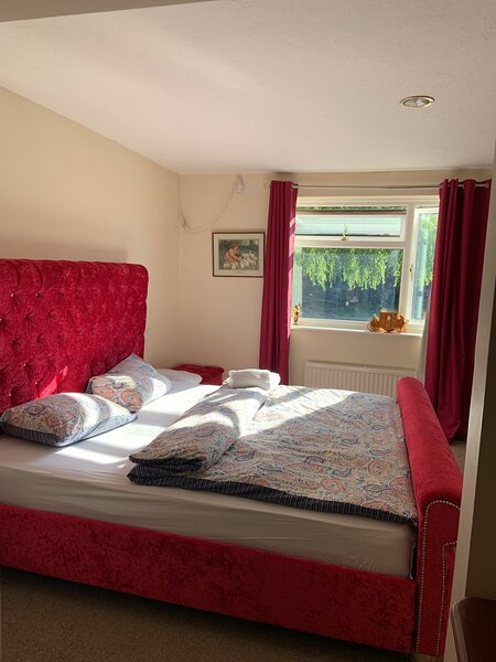 Beautiful big independent furnished bungalow, holiday rental in Thame