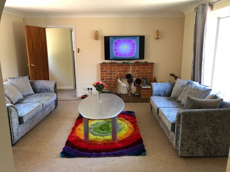 Beautiful big independent furnished bungalow, holiday rental in Haddenham