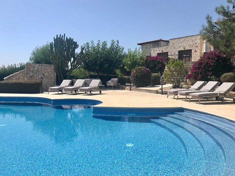 The Retreat, near Latchi, Cyprus, casa vacanza a Latchi