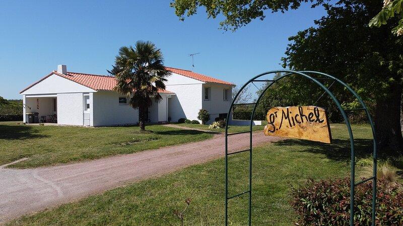 Villa Vendée 4 Bedrooms, 10 to 12 persons (max 14), casa vacanza a Apremont