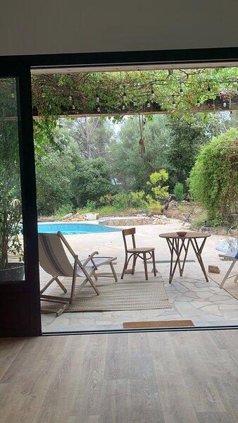 Villa luxueuse avec piscine au coeur de la nature avec vue exceptionnelle, casa vacanza a Gonfaron