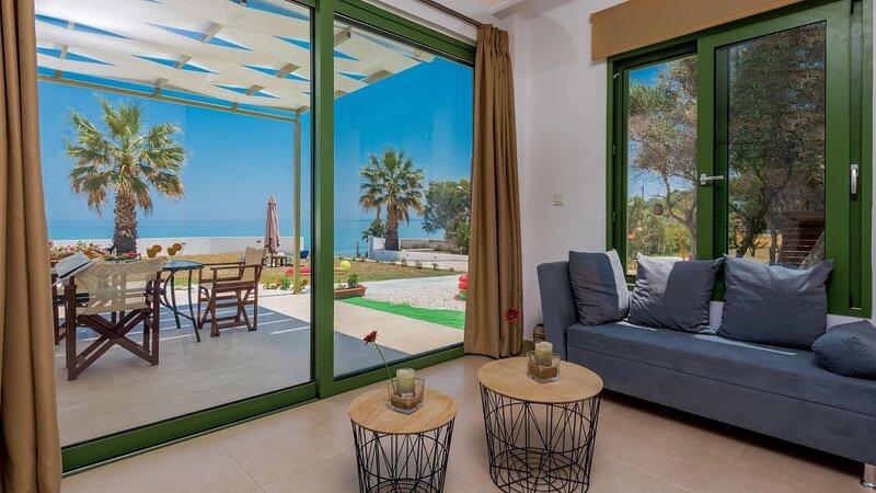 Gaia Beach House, holiday rental in Alikanas