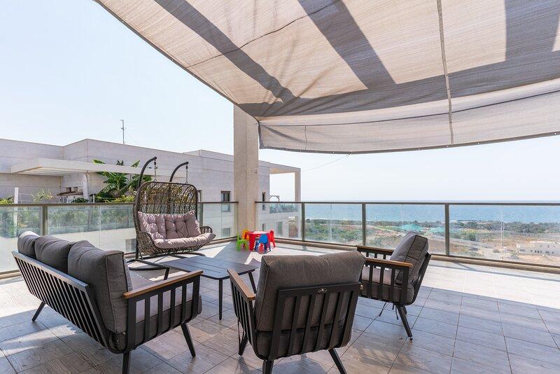 Luxury Living at Achziv Beach with Amazing Views, vacation rental in Nahariya