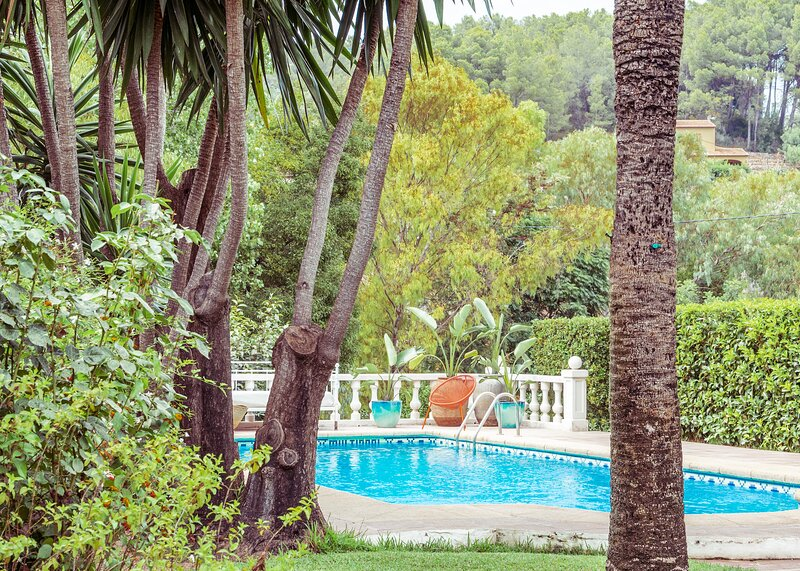 SUPERB VILLA,  STUNNING GARDENS, POOL, JACUZZI, WIFFI & SATELLITE, holiday rental in Orba