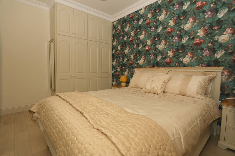 Town House, Apartment 2, 48 William Street, Listowel, Co.Kerry - Newly Renovated, holiday rental in Lixnaw