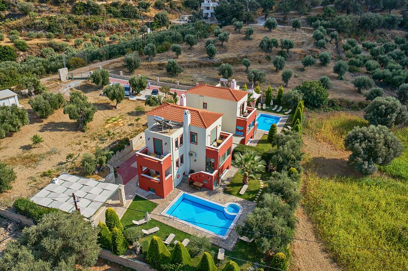 Alkyonides Complex. Big group, great location!!, vacation rental in Giannoudion