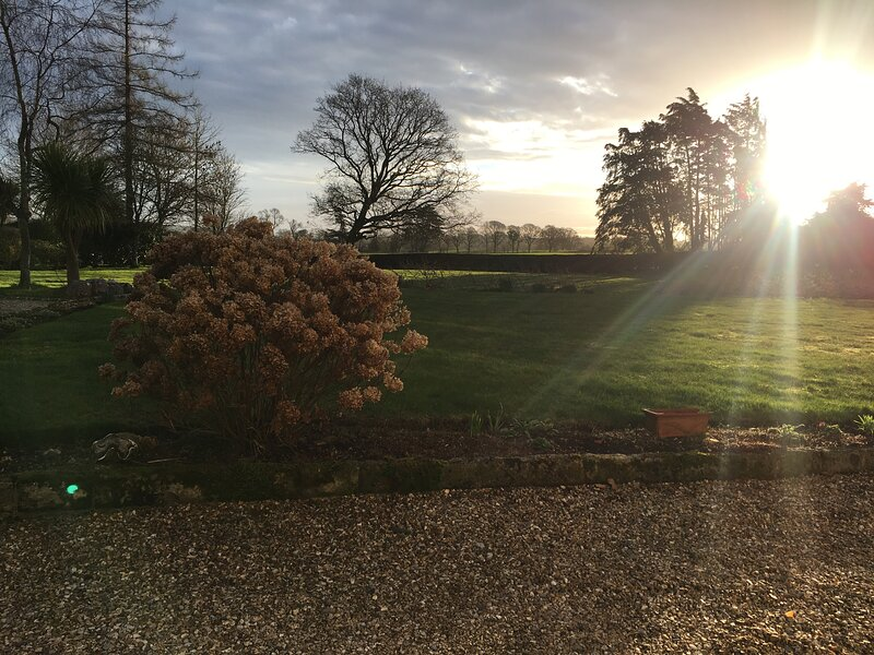 Studio apartment stay on the beautiful grounds of this private Manor house, holiday rental in Sturminster Marshall
