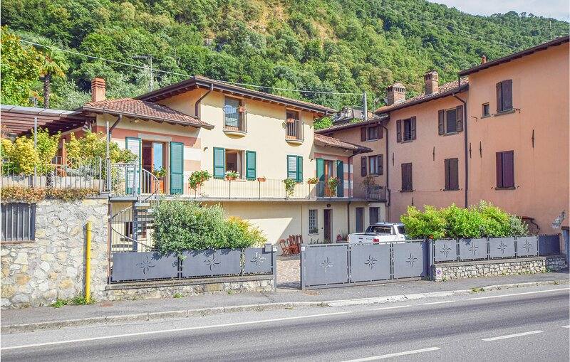 Awesome home in Pilzone/Iseo with WiFi and 4 Bedrooms (IVI179), holiday rental in Peschiera Maraglio