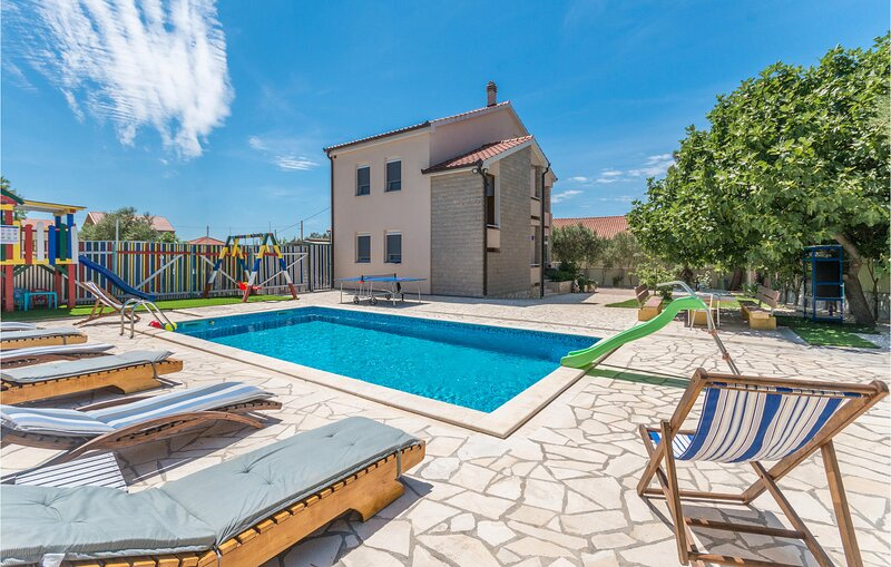 Stunning home in Zadar with WiFi and 5 Bedrooms (CDZ380), holiday rental in Polaca