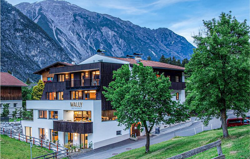 Beautiful apartment in Zams with WiFi and 2 Bedrooms (ATI244), holiday rental in Urgen