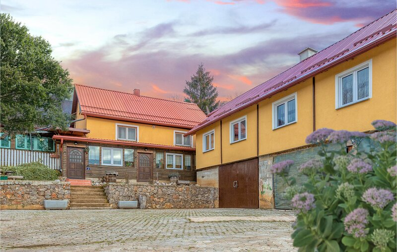 Amazing home in Skare with Indoor swimming pool, Sauna and 7 Bedrooms (CCL062), vacation rental in Vrhovine