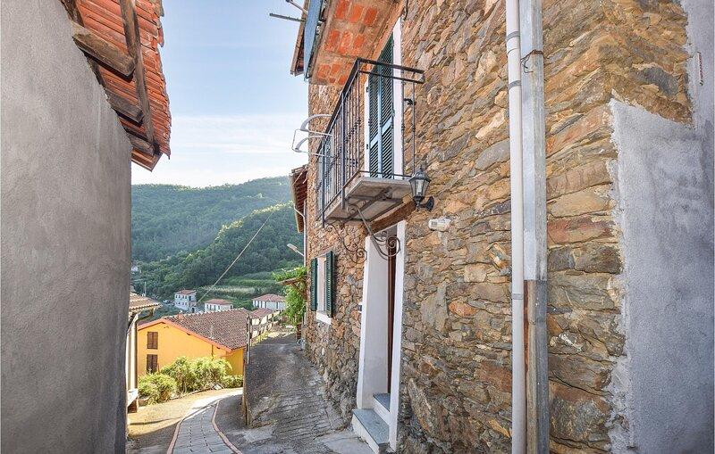 Beautiful apartment in BORGHETTO D'ARROSCIA with WiFi and 1 Bedrooms (ILP190), location de vacances à Garessio