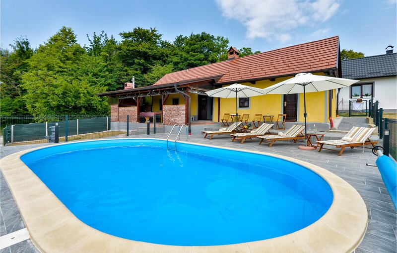 Nice home in Cestica with Outdoor swimming pool, WiFi and 2 Bedrooms (CCC190), Ferienwohnung in Ormoz