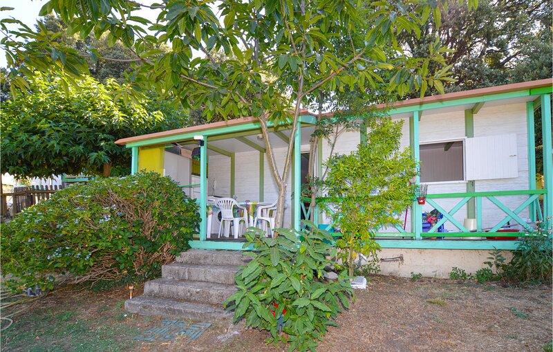 Nice home in Casalabriva with WiFi and 2 Bedrooms (FKO370), vacation rental in Serra-di-Scopamene