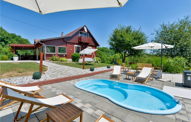 Awesome home in Mrzlo Polje with Jacuzzi, WiFi and Heated swimming pool (CCC263), holiday rental in Bedekovcina