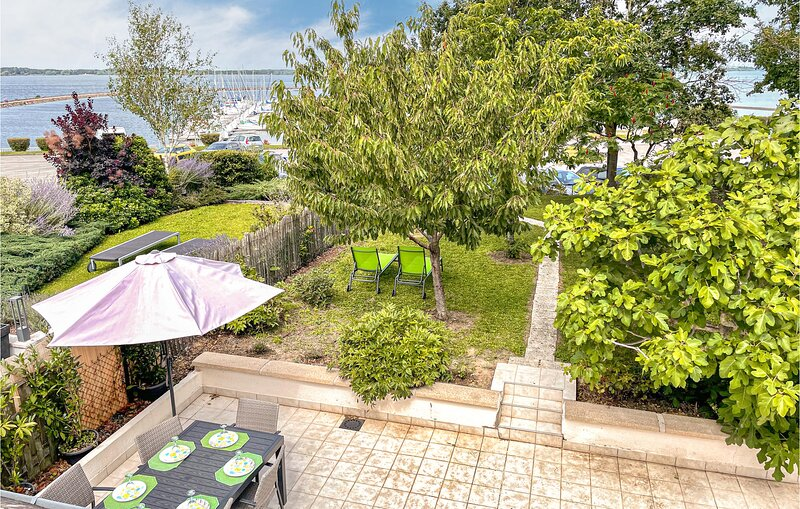 Amazing home in Mesnil St Pere with 3 Bedrooms (FHB004), holiday rental in Magnant