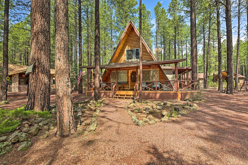 NEW! Warm A-Frame Cabin w/ Pet-Friendly Amenities, alquiler vacacional en Vernon
