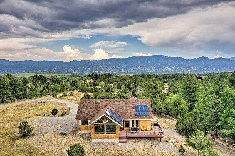 NEW! Serene Escape: 360 Mtn View & On-Site Hiking!, alquiler vacacional en Nathrop