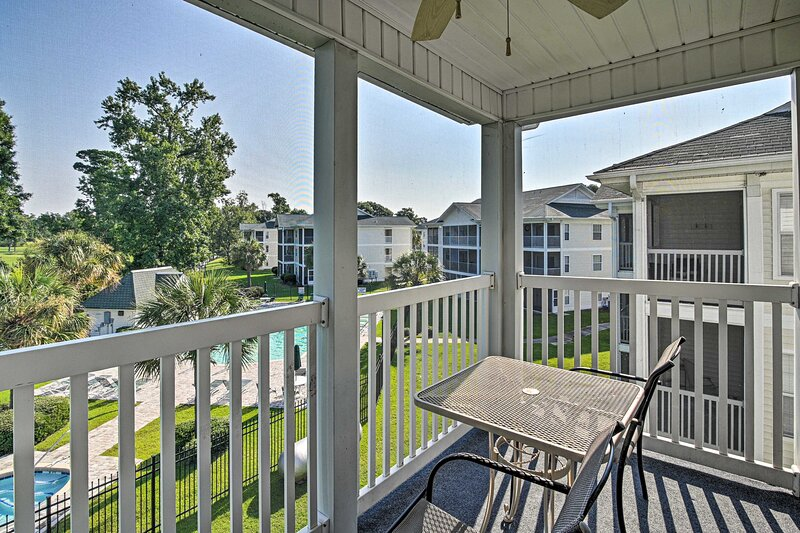 NEW! Myrtle Beach Condo w/ Pool: Minutes to Ocean!, holiday rental in Forestbrook