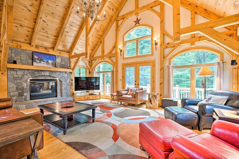 NEW! Contemporary Home w/ Deck, Walk to Mount Snow, location de vacances à Somerset