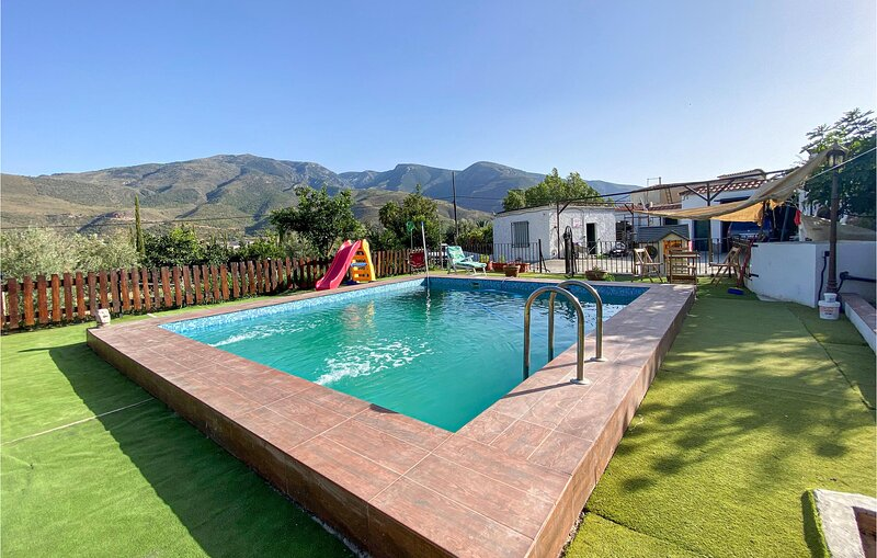 Stunning home in Orgiva with Outdoor swimming pool, WiFi and 5 Bedrooms (EAT058), alquiler vacacional en Bubión