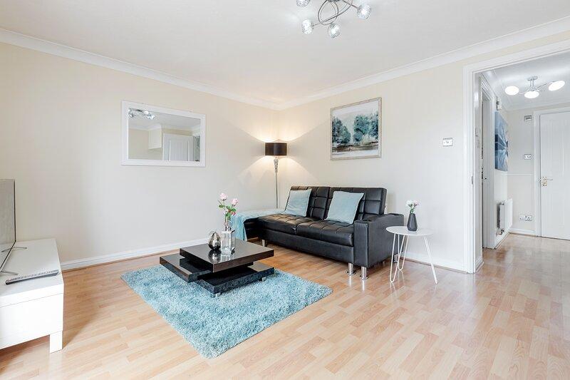 Lovely 3 Bed 2.5 bath En-suite House, holiday rental in Basildon