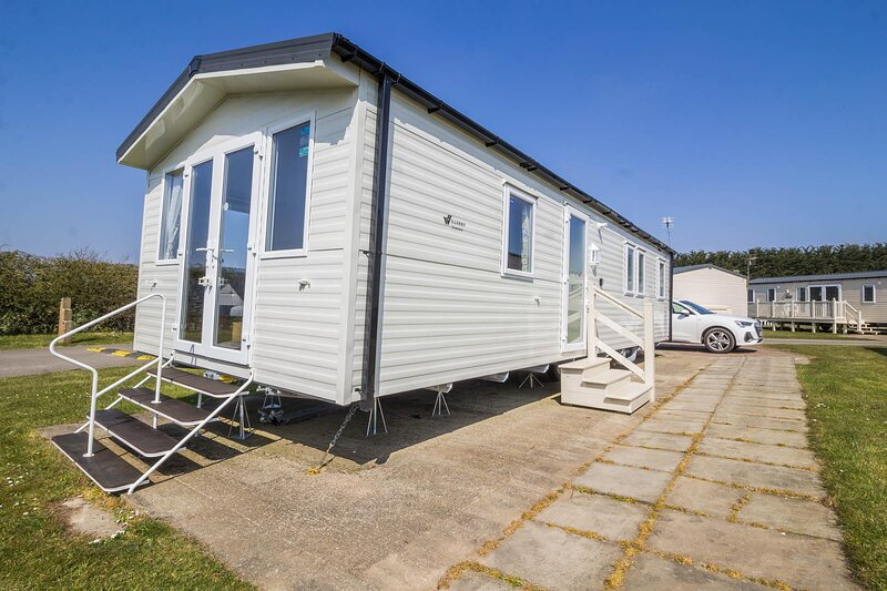 Brilliant caravan for hire at Skipsea Sands Holiday Park ref 41012F, holiday rental in Lissett