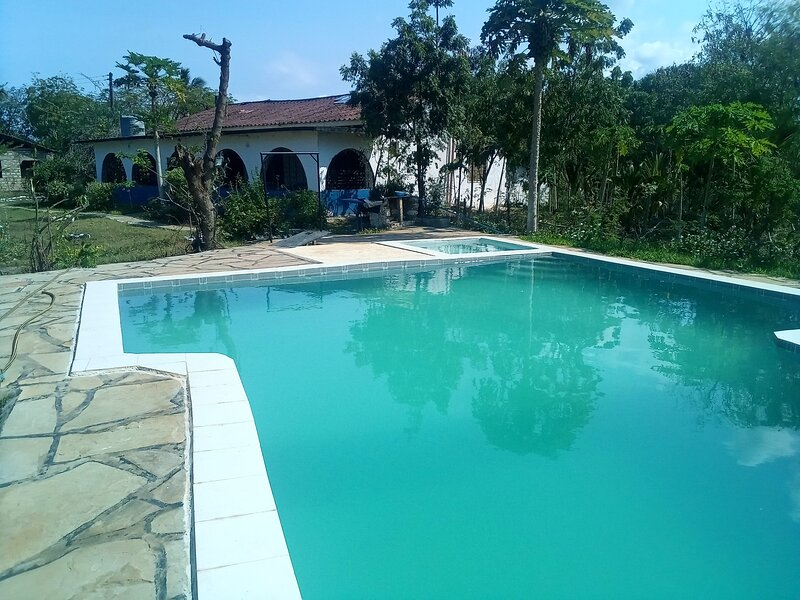 Fred hunter villa with private pool- Tiwi beach, holiday rental in Kwale