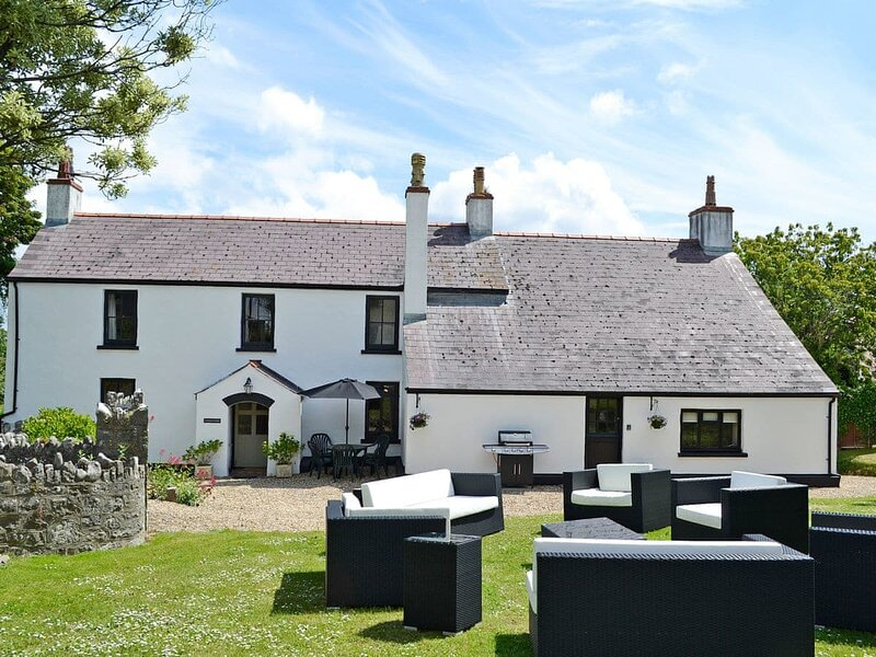 The Manor House - UK6741, vakantiewoning in Manorbier