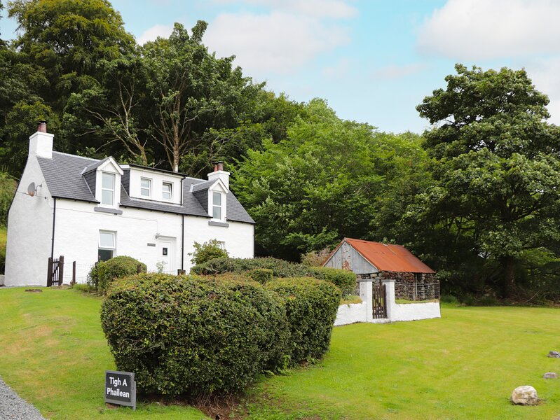 TIGH A PHAILEAN, superb views over Loch Duich, Letterfearn, holiday rental in Inverinate