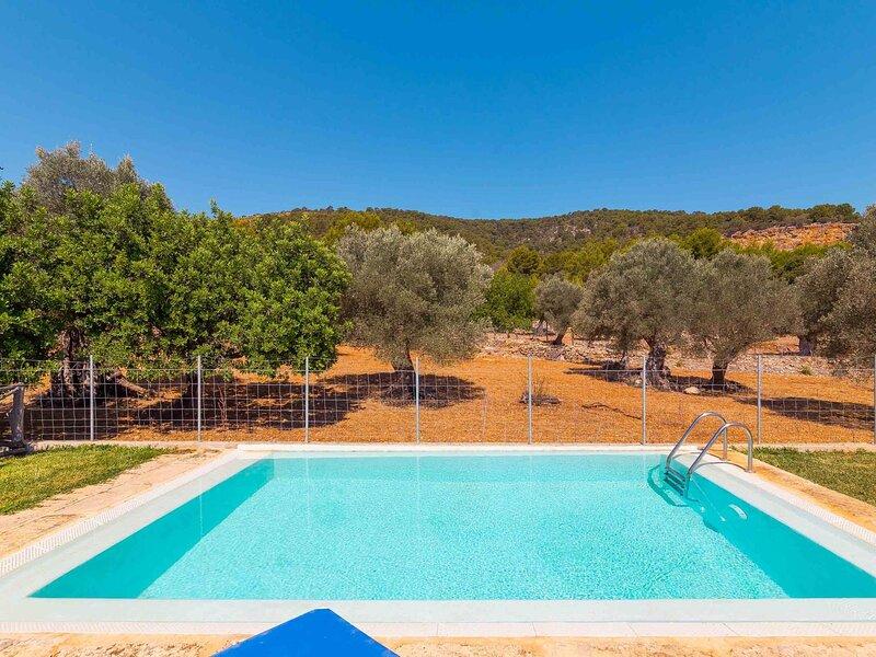 Beautiful finca with pool and garden in Biniamar., holiday rental in Lloseta