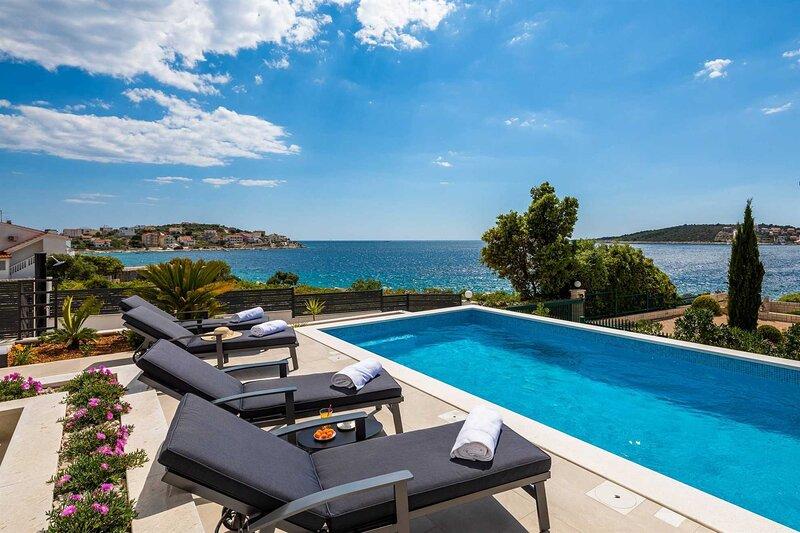 Luxury Villa Tempera with Pool, alquiler de vacaciones en Sevid