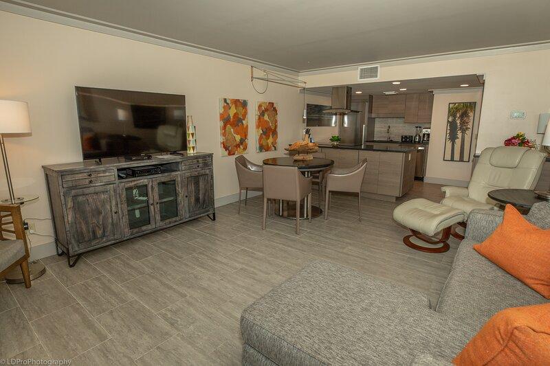 Flooring,Floor,Living Room,Room,Indoors